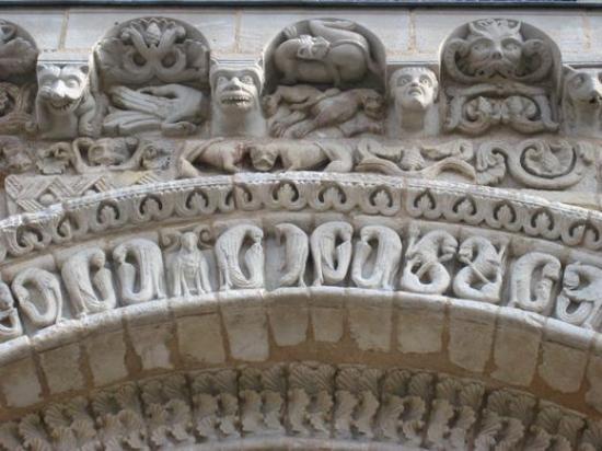 L'Alphabet aux Oiseaux Notre-Dame de Poitiers
